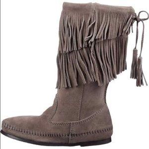 Minnetonka Grey Suede 2 Layer Fringe Boots Sz 8